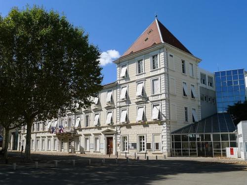 1280px-Mairie_Romans-sur-Isère_2012-08-26-012.jpg